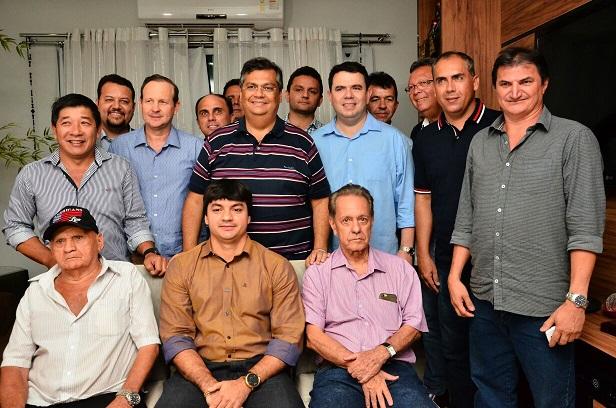 Flávio Dino reúne com nove prefeitos do Sul do Maranhão