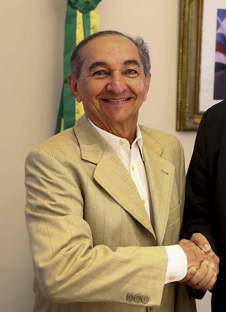 Homenageando trabalhadores de São João Batista, prefeito João Dominici antecipa pagamento