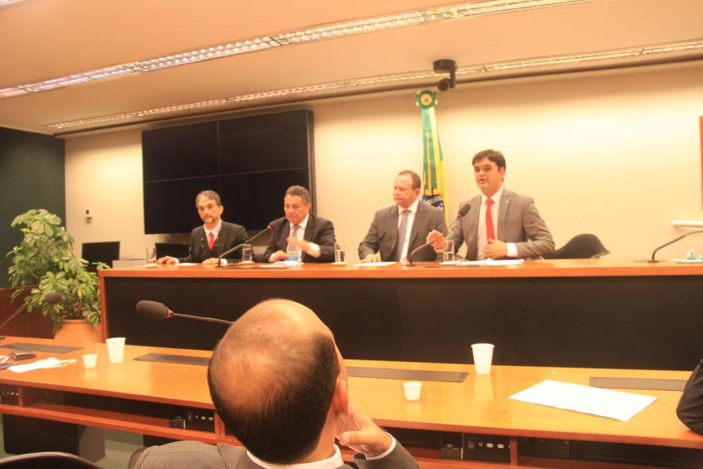 Bancada de deputados comparece em peso à reunião da Famem no Congresso