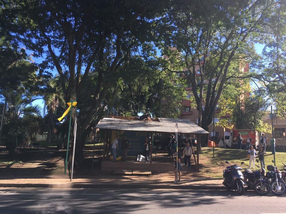 Apoiadores da Lava Jato desmontam acampamento em frente à Justiça Federal de Curitiba
