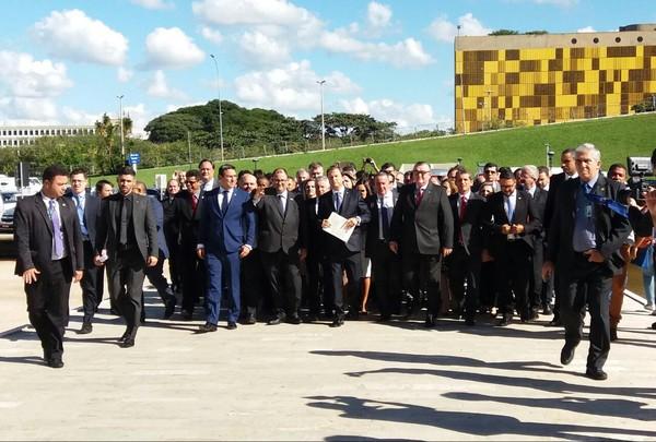 Câmara recebe da OAB pedido de impeachment de Temer