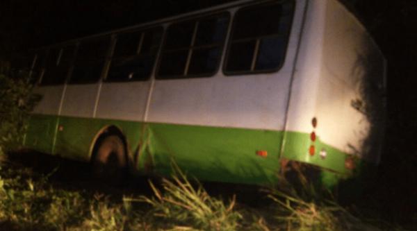 PRESIDENTE JUSCELINO/MA – Ônibus que transportava grupo folclórico causa acidente na BR 135 e deixa feridos.