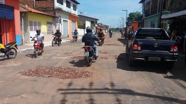 Tapa-buraco avança em São João Batista e asfalto deve iniciar na próxima segunda
