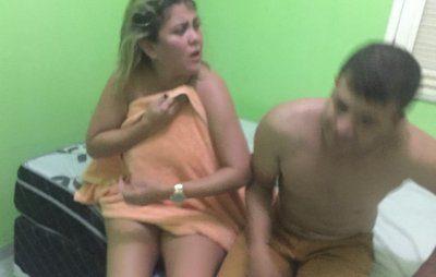 NO ATO – Vereadora é pega na cama com marido de amiga e apanha
