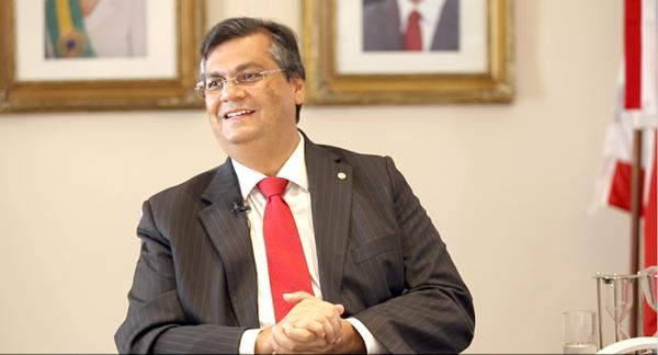 Governador Flávio Dino anuncia pagamento da 1ª parcela do 13º salário para dia 15.