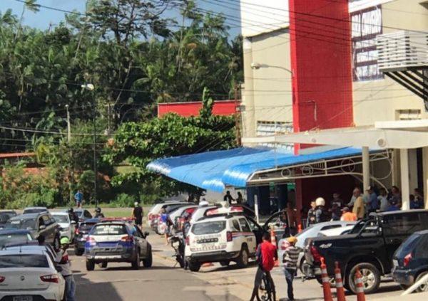 Bandidos assaltam Lojas Americanas localizada no Shopping do Automóvel
