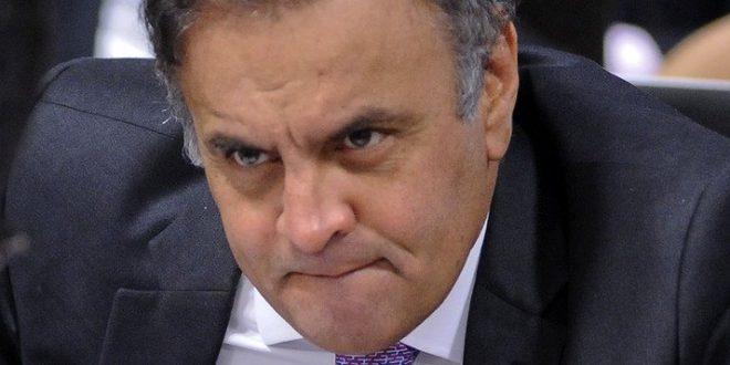 Aécio estaria ameaçando deputados tucanos para não saírem do governo Temer