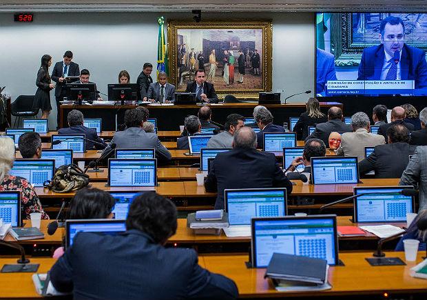Governo quer obrigar partidos a punir quem votar contra Temer