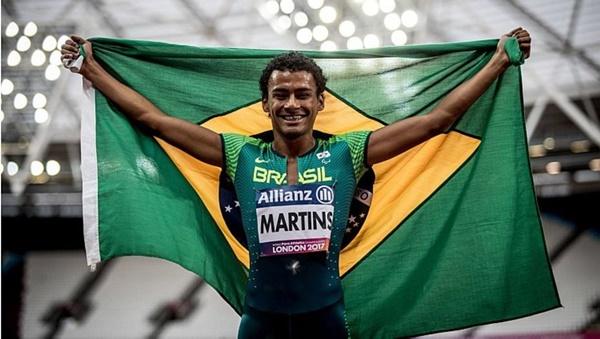 'Sósia de Neymar' fatura ouro para o Brasil no Mundial de Atletismo Paralímpico.