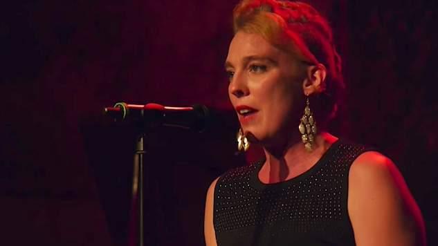 Cantora GOSPEL morre no palco, durante apresentação em igreja