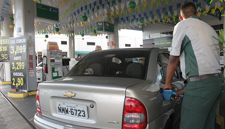 Revendedores diminuirão preço de combustível na mesma velocidade que aumentaram?