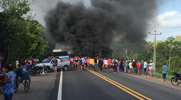 População de Presidente Vargas realiza protesto e interdita a BR-222 no Leite