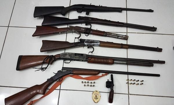Polícia encontra rifle, espingardas e revólver em propriedades de Nenzim