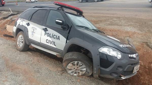 Trecho duplicado da BR-135 no Campo de Peris, tem o primeiro acidente por causa de pedra na estrada onde uma viatura da policia estoura pneu e sai de pista.