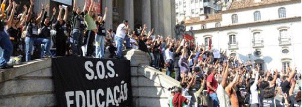 Crise financeira: no RJ, mais de 30 mil alunos deixam escolas particulares tentam migrar para públicas