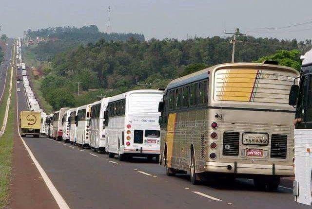 UM VERDADEIRO MAR VERMELHO: Caravanas De Diversos Locais Do País Invadem Porto Alegre Para O Julgamento De Lula; LEIA