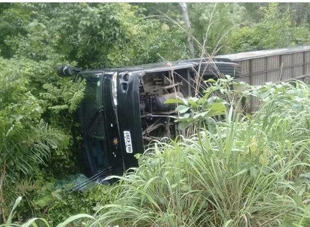 Urgente! Ônibus da banda Cavalo de Pau tomba no Maranhão
