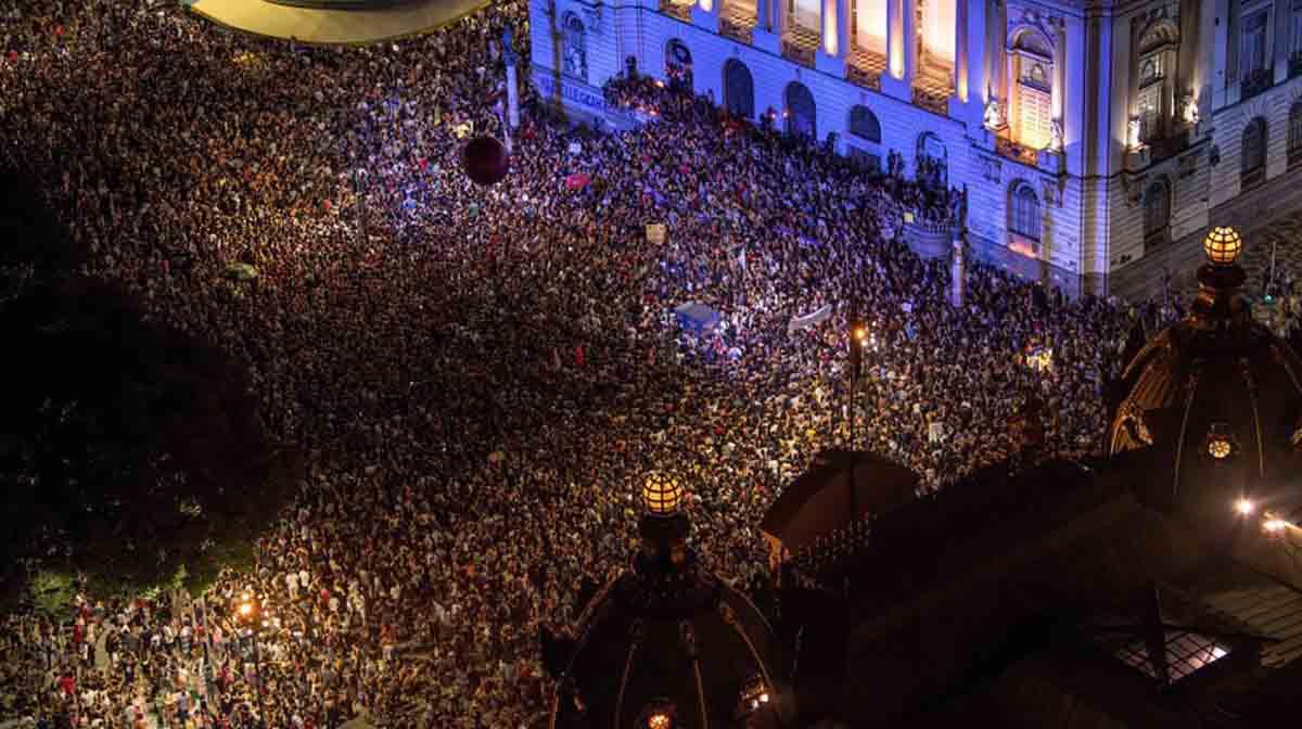 Milhares tomam as ruas do país em protesto contra morte de Marielle Franco do PSOL