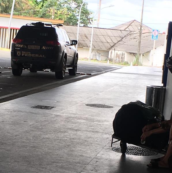 Carro da PF é visto no aeroporto de São Luís…