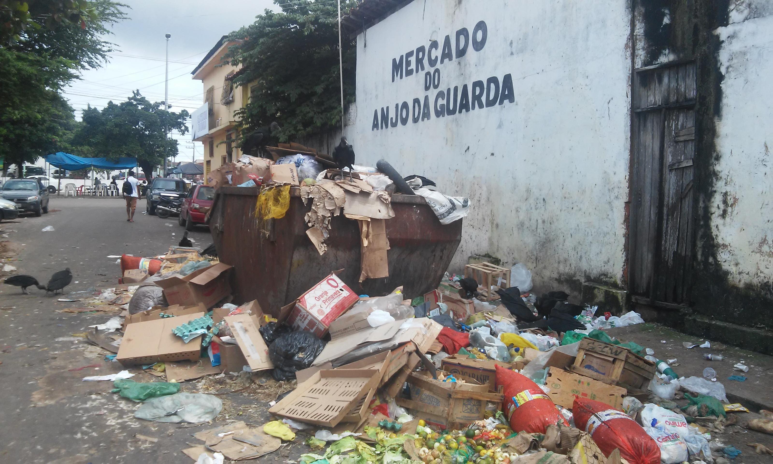 SÃO LUIS/MA- Lixo podridão e urubus tomam conta do Mercado do Anjo da Guarda e população se revolta com o poder público