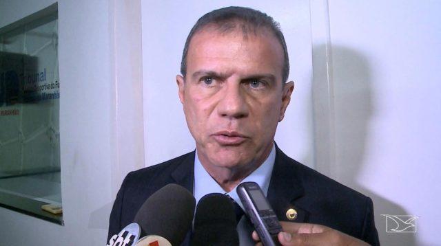 Sampaio demite diretor de futebol, presidente assume e fala em mudanças enérgicas