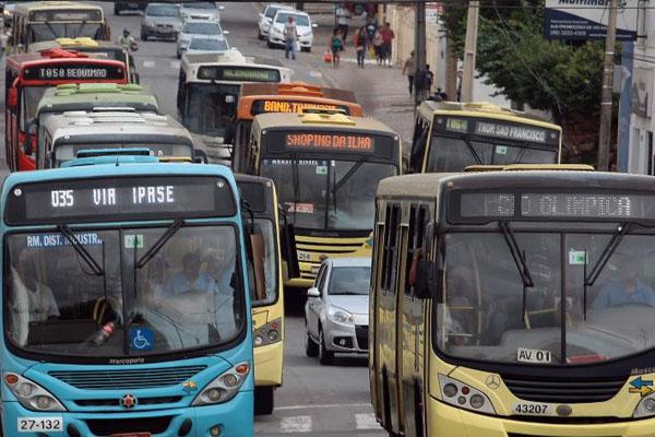 Aumento salarial de funcionários de empresas de ônibus não autoriza reajuste da tarifa