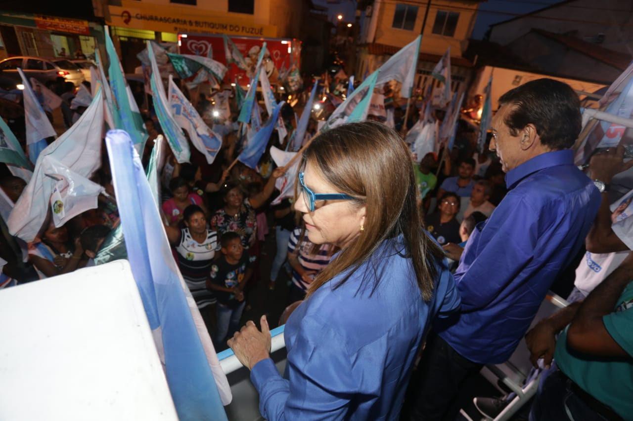 Roseana participa de caminhada na Vila Embratel