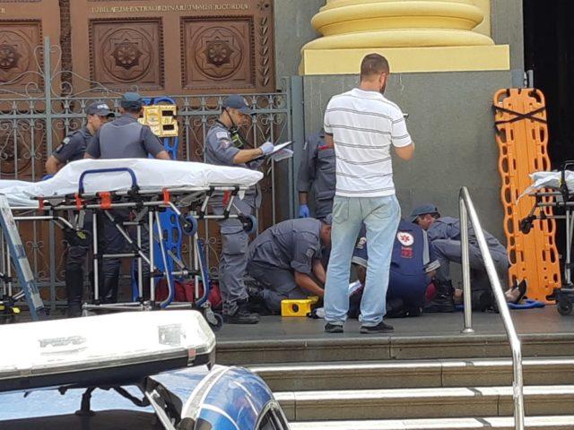 Ao estilo americano, atirador no Brasil entra em igreja mata quatro pessoas e recorre ao suicídio