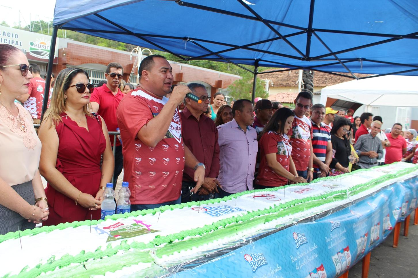 BURITI / MA – Naldo Batista presenteia o buritiense nos 80 anos com Festa e Ação Social