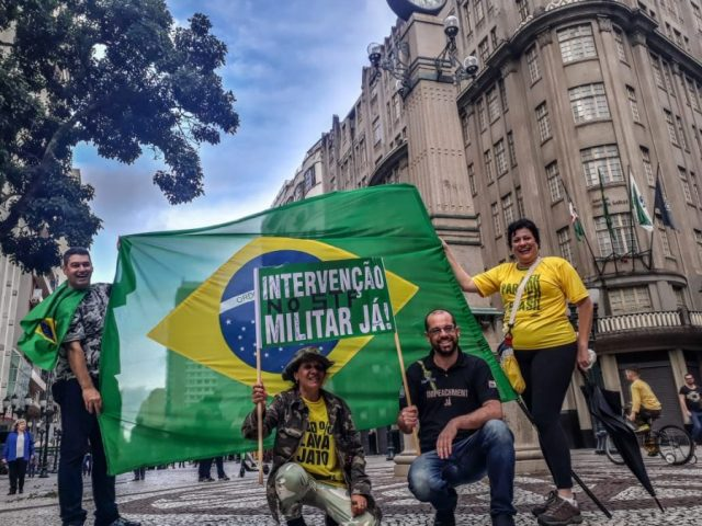 FRACASSO TOTAL: EM MANIFESTAÇÕES ESVAZIADAS PELO BRASIL, DIREITA PEDE EXTINÇÃO DO STF E INTERVENÇÃO MILITAR