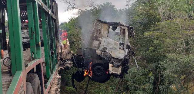 Maranhão – Carreta bate, pega fogo e motorista morre carbonizado na BR 316 no MA