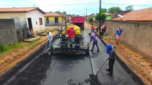 Ze Doca/MA – Chuvas se intensificam na região e, ainda assim, a prefeitura segue firme asfaltando a cidade
