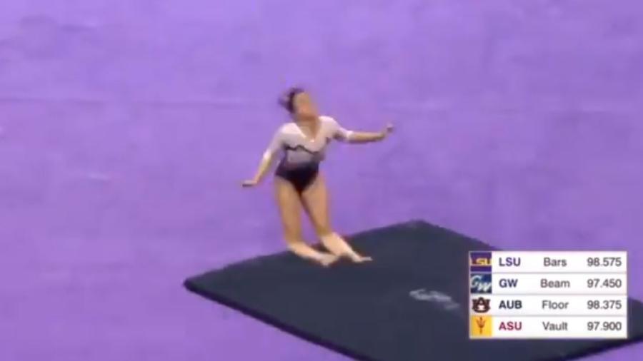 Ginasta quebra as duas pernas durante competição nos EUA e se aposenta