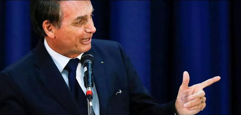 Bolsonaro larga na frente como presidente mais mentiroso após vídeo falso sobre baleias na Noruega