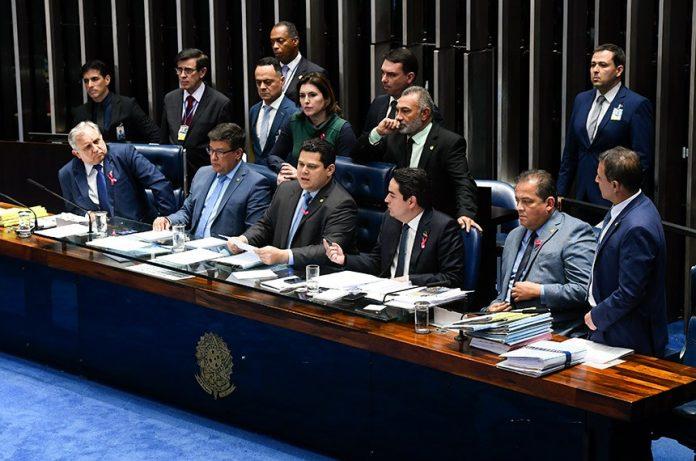 Por 56 votos a 19, Senado aprova em primeiro turno a PEC da reforma da Previdência Social