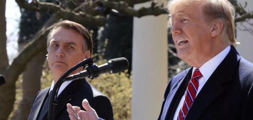 Trump trata Bolsonaro como o cãozinho adestrado que obedece ordens do dono