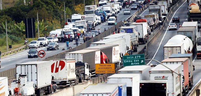 Caminhoneiros aderem à greve dos petroleiros