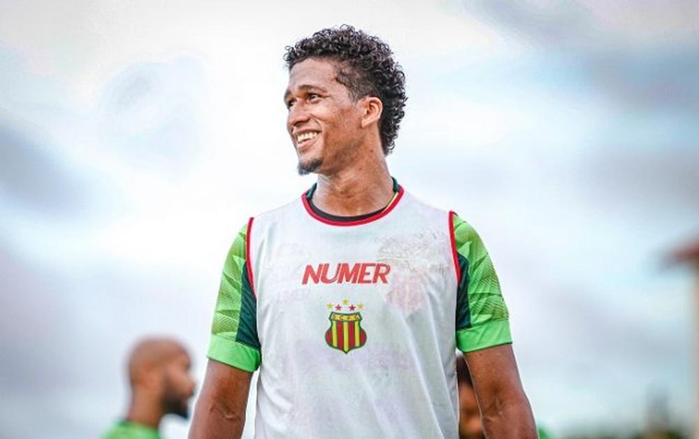 Sampaio anuncia contratação de volante Abuda, que estava na Arábia Saudita