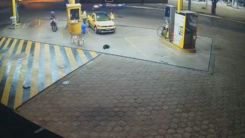 São Luís/MA – Câmeras de segurança flagram assalto a posto de combustível no retorno da UEMA